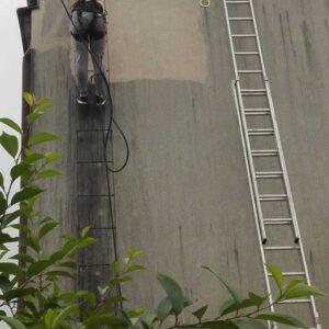 Czyszczenie elewacji budynku mieszkalnego