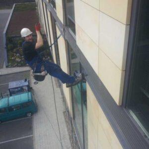 Mycie okien - prace wysokościowe