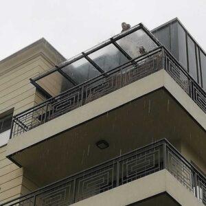 Mycie okna na wysokości