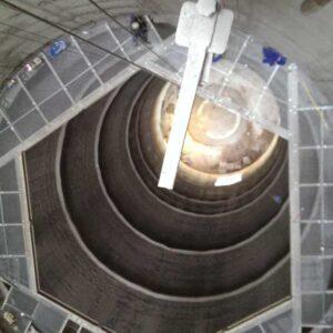 Montaż konstrukcji - komin przemysłowy