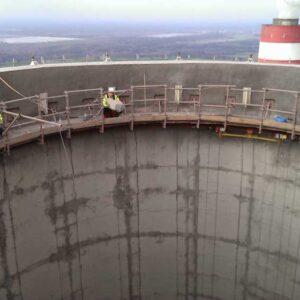 Prace wysokościowe na kominie