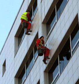 Usługi - mycie okien i elewacji