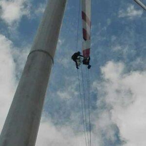 Prace alpinistyczne na turbinie wiatrowej